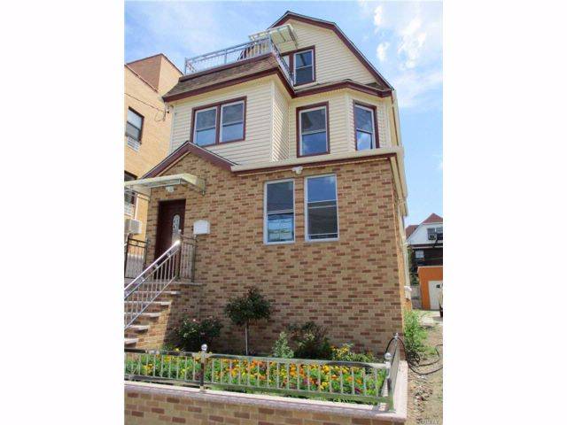 4 BR,  2.00 BTH Colonial style home in Elmhurst