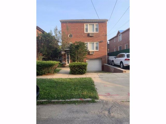 2 BR,  1.00 BTH Colonial style home in Bayside