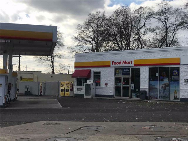 Studio,  0.00 BTH Gas station style home in West Babylon