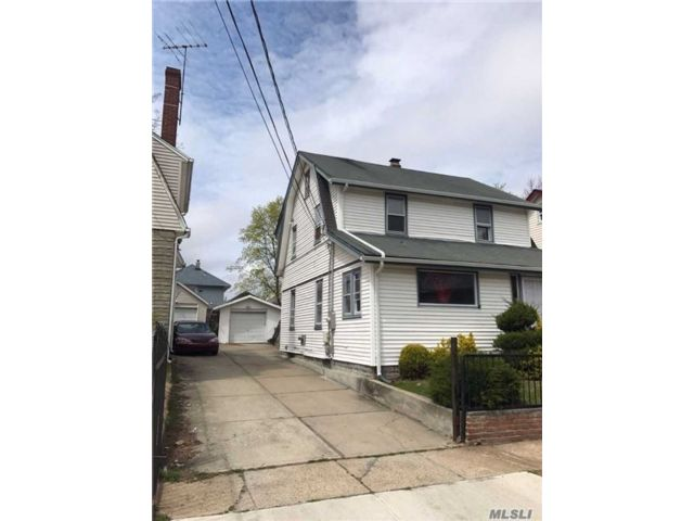 3 BR,  2.50 BTH Colonial style home in Hempstead