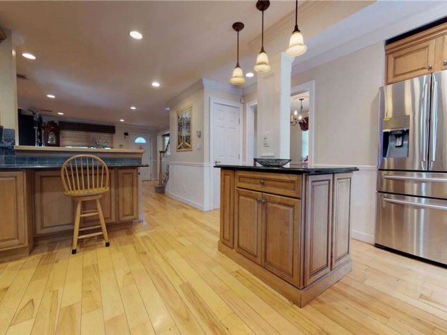 4 BR,  2.50 BTH Colonial style home in Selden