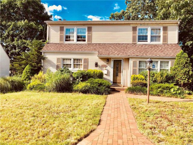 5 BR,  2.50 BTH  Colonial style home in Franklin Square
