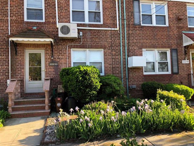 3 BR,  1.50 BTH Townhouse style home in Queens Village