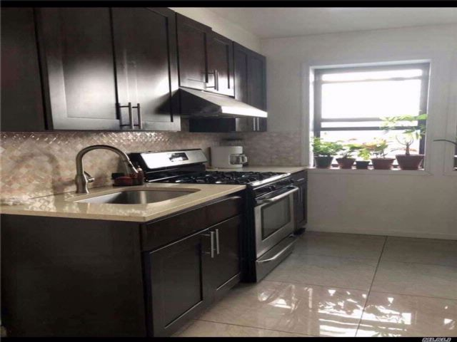 7 BR,  3.00 BTH 2 story style home in Corona