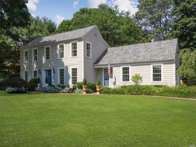 4 BR,  3.50 BTH Colonial style home in Northport
