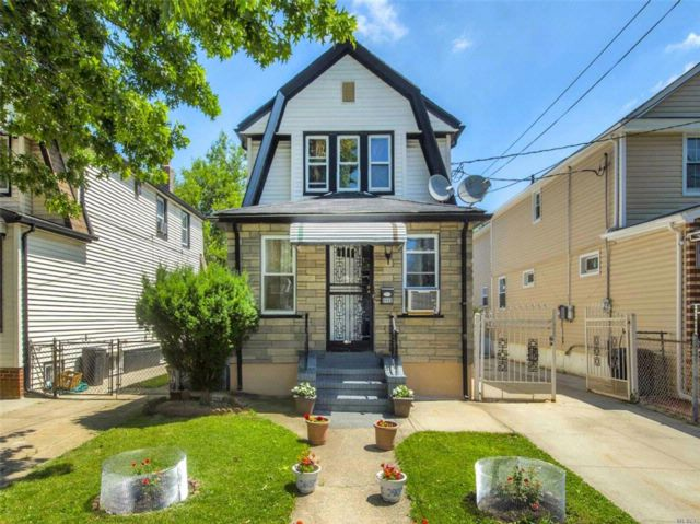 2 BR,  2.50 BTH  Colonial style home in Queens Village