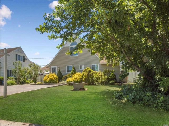[Wantagh Real Estate, listing number 3082085]