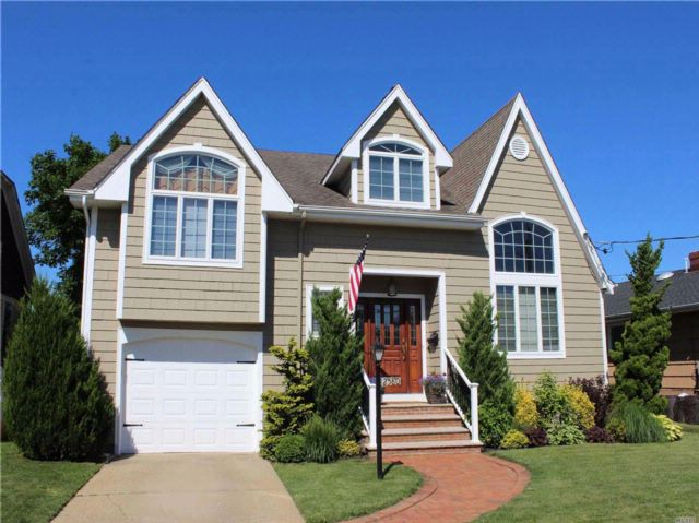 [Wantagh Real Estate, listing number 3082107]