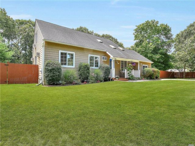 5 BR,  2.00 BTH 2 story style home in Hampton Bays