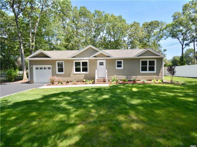 3 BR,  2.00 BTH  Ranch style home in Lake Grove