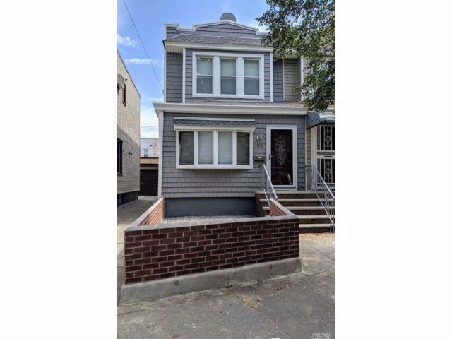 3 BR,  1.50 BTH Colonial style home in Glendale