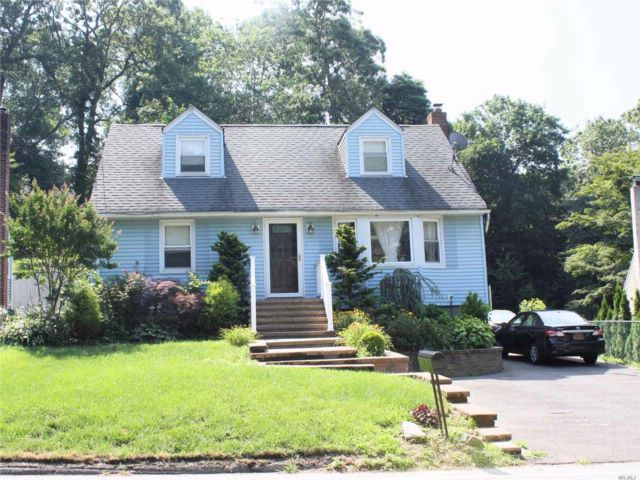4 BR,  2.00 BTH Exp cape style home in Huntington Station