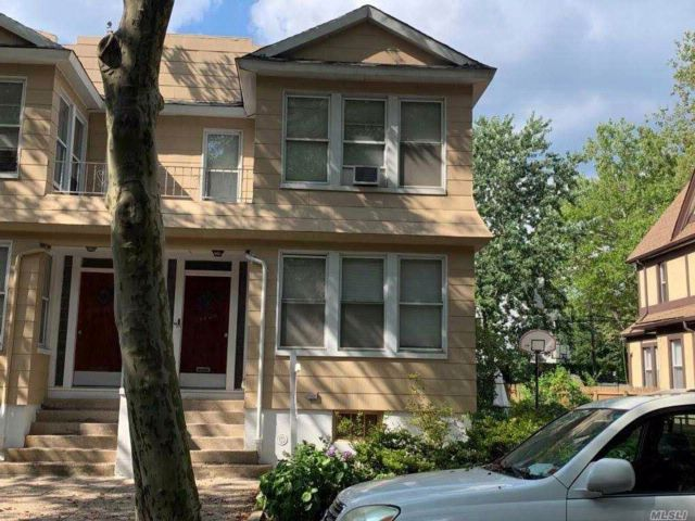 6 BR,  2.00 BTH  Townhouse style home in Briarwood