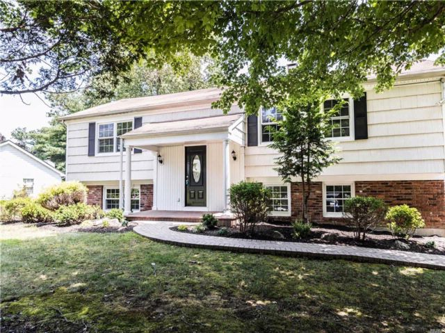 6 BR,  3.00 BTH Hi ranch style home in Coram
