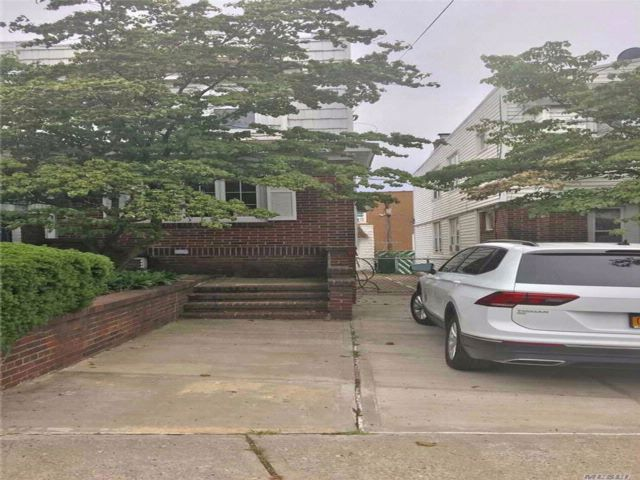 4 BR,  2.00 BTH 2 story style home in Middle Village