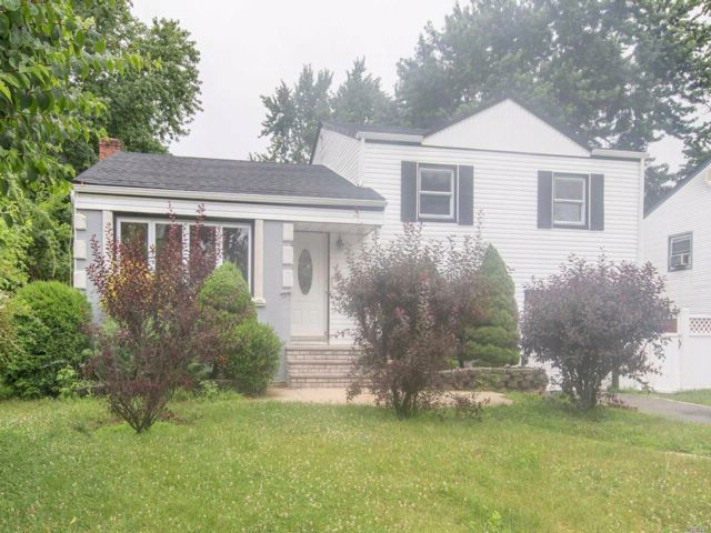 5 BR,  3.00 BTH  Split style home in Roosevelt