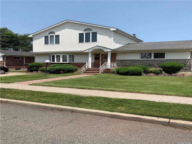 5 BR,  3.00 BTH 2 story style home in Elmont
