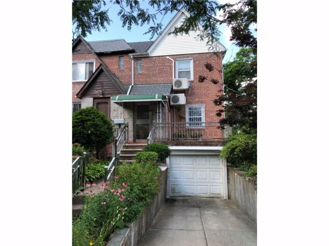 2 BR,  2.00 BTH Colonial style home in Rego Park