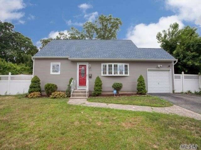 4 BR,  2.00 BTH Cape style home in West Babylon