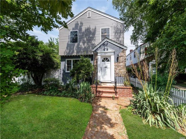 3 BR,  1.50 BTH  Colonial style home in West Hempstead
