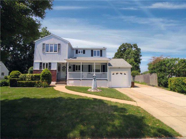 5 BR,  2.00 BTH Exp ranch style home in Massapequa Park