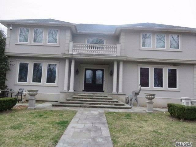 4 BR,  2.50 BTH Contemporary style home in Miller Place