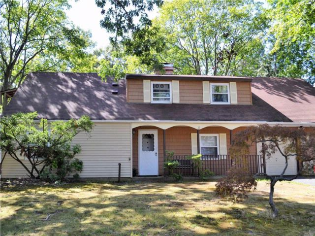 4 BR,  2.00 BTH Exp ranch style home in Holbrook
