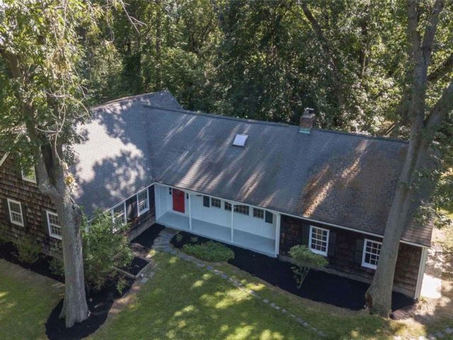 7 BR,  5.00 BTH Farm ranch style home in Stony Brook