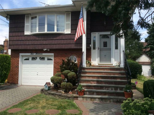 4 BR,  2.00 BTH  Hi ranch style home in West Hempstead