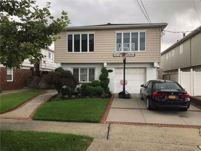 [Howard Beach Real Estate, listing number 3082779]