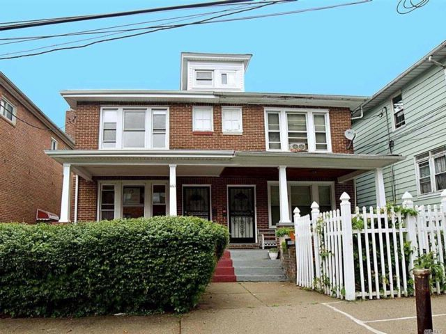 3 BR,  1.00 BTH Colonial style home in Cranford