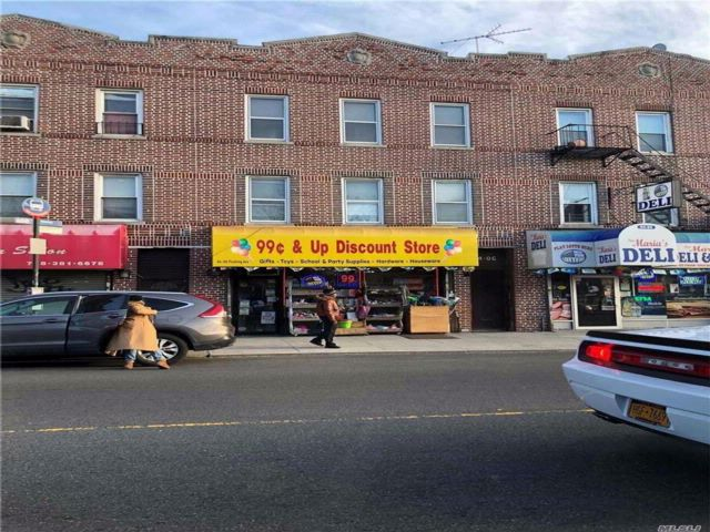 6 BR,  2.50 BTH Store+dwell style home in Maspeth