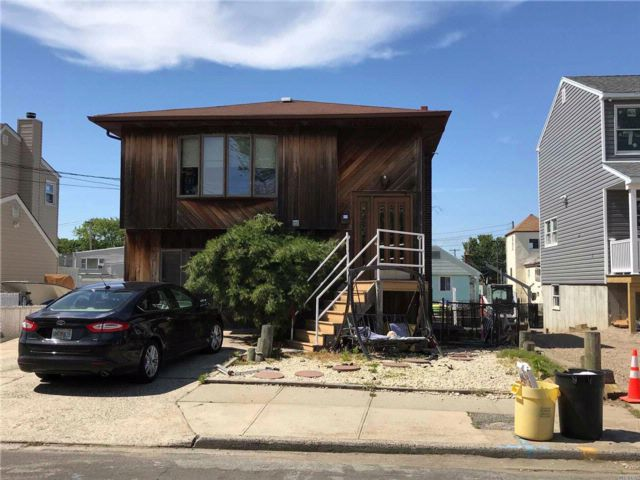 [Lindenhurst Real Estate, listing number 3082974]