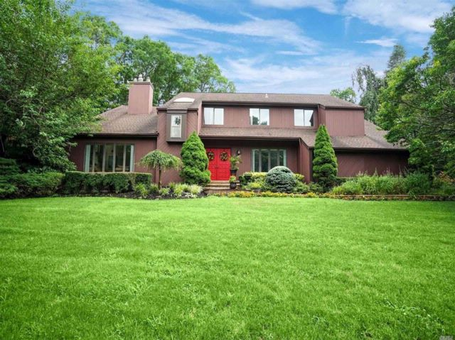5 BR,  3.50 BTH Colonial style home in East Setauket