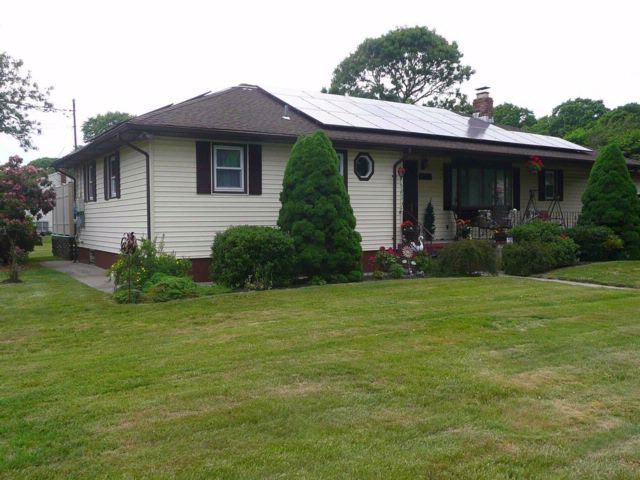 5 BR,  3.00 BTH Exp ranch style home in Shirley