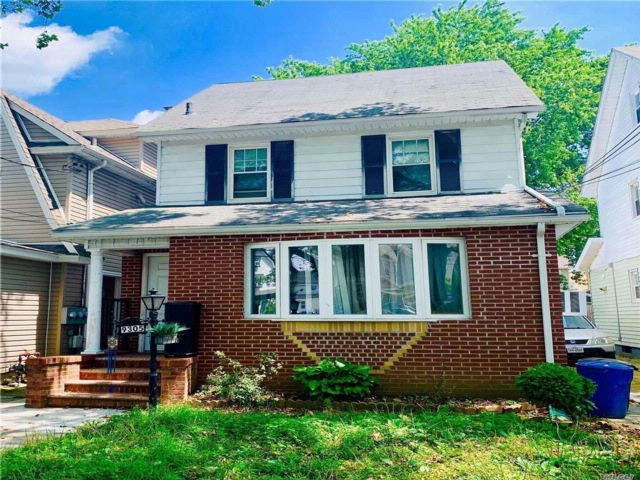 3 BR,  2.00 BTH  2 story style home in Bellerose