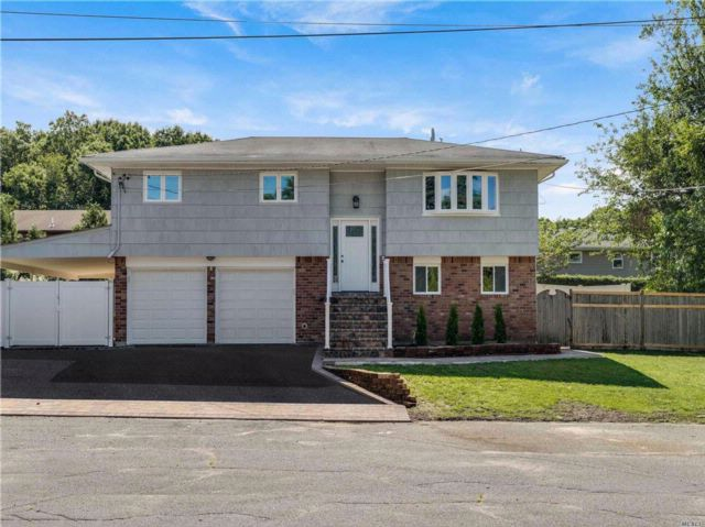 4 BR,  2.00 BTH Hi ranch style home in Bethpage