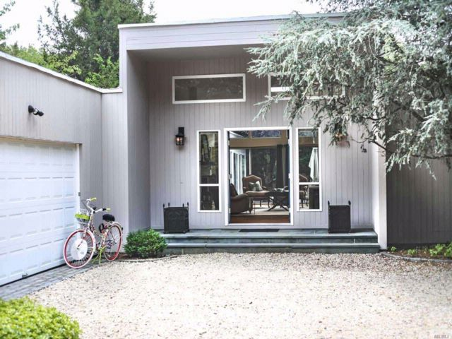 4 BR,  4.50 BTH Contemporary style home in Remsenburg
