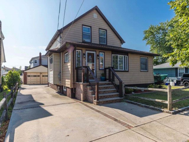 3 BR,  2.00 BTH Exp cape style home in East Rockaway