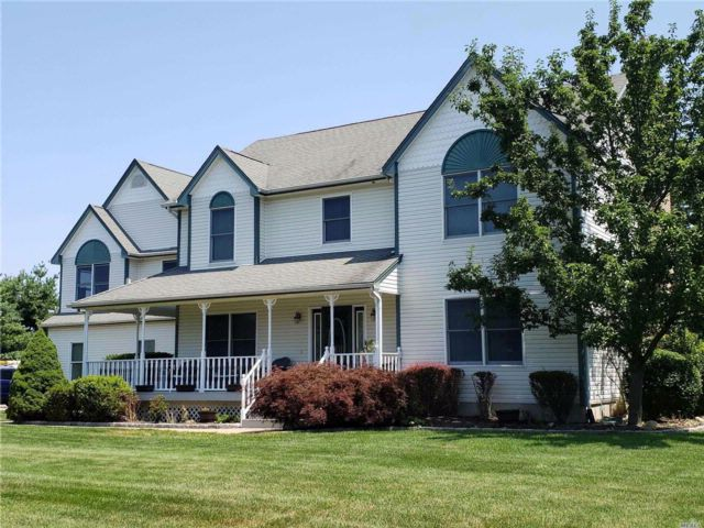 5 BR,  4.50 BTH Colonial style home in Wading River