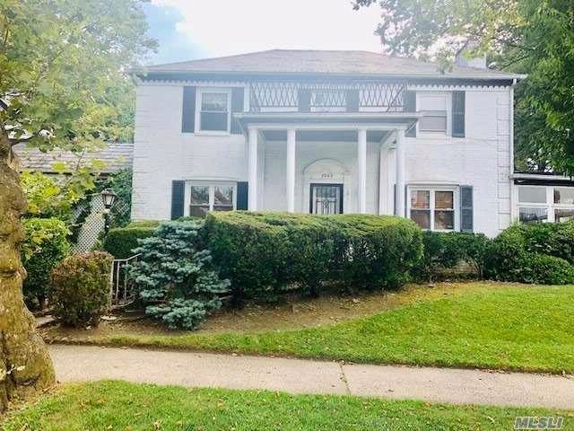 4 BR,  3.00 BTH Colonial style home in Jamaica Estates