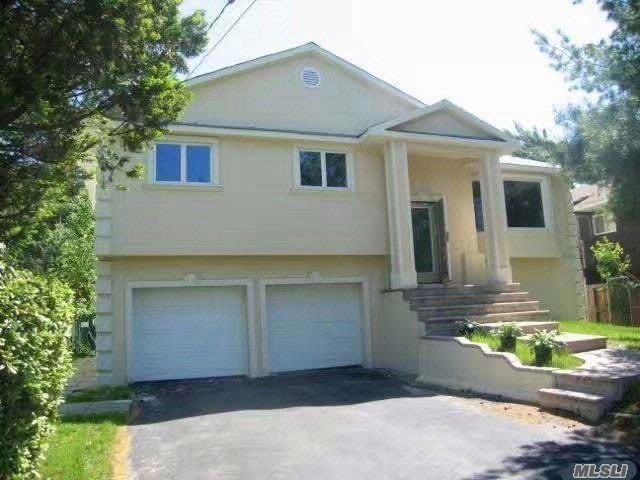 8 BR,  3.00 BTH Hi ranch style home in Woodmere