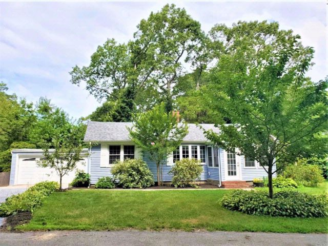 4 BR,  2.00 BTH  Ranch style home in Setauket