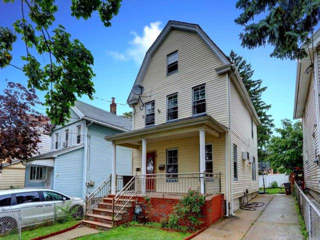 5 BR,  1.50 BTH Colonial style home in Flushing