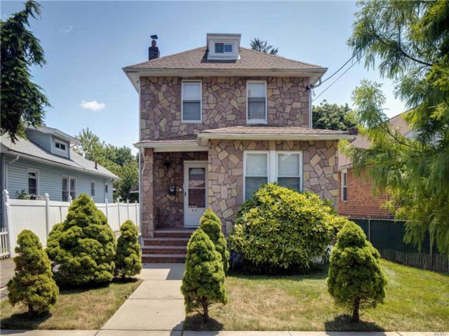 6 BR,  2.00 BTH  Colonial style home in Springfield Gardens