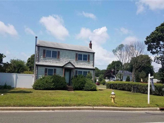 4 BR,  1.50 BTH Colonial style home in Bohemia