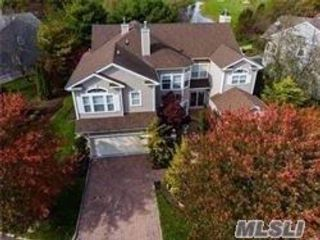 5 BR,  4.50 BTH 2 story style home in Mt. Sinai