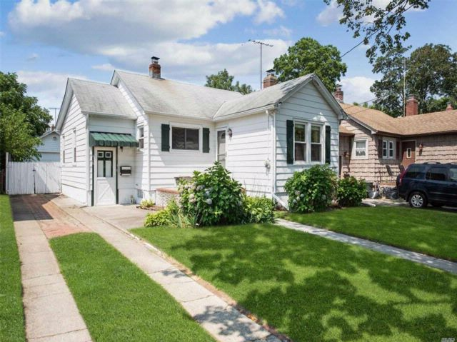 2 BR,  2.00 BTH  Bungalow style home in Bellmore