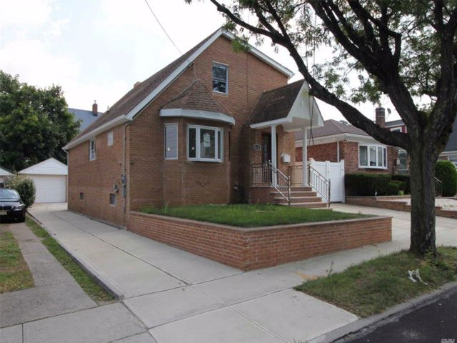 5 BR,  3.50 BTH Colonial style home in Queens Village