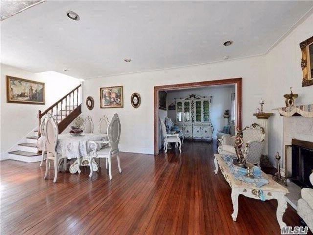 4 BR,  4.00 BTH Colonial style home in College Point